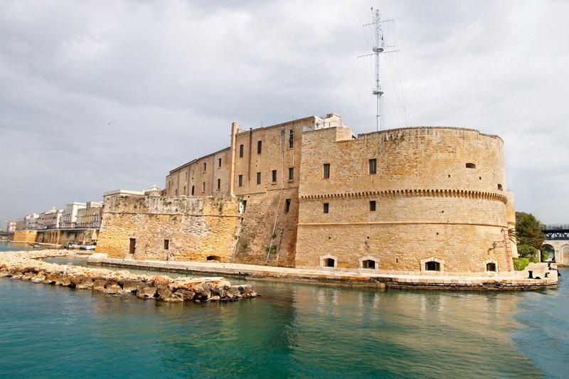 castello taranto
