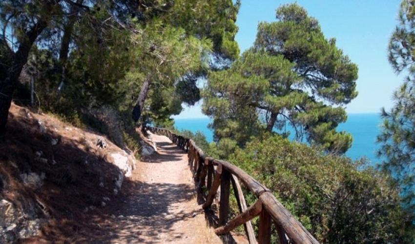 Sentiero dei Mergoli: trekking tra mare e montagna
